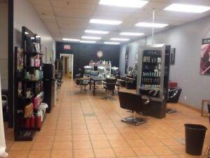 Local salon de coiffure à louer ( Recherche associé )