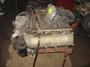 4.7 engine out of 2005 dodge 4x4 complete