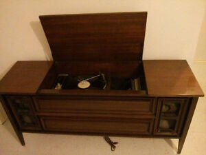 Working Antique Record Player London Ontario image 1