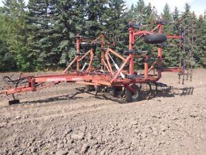 Morris Concept II Deep tillage cultivator with 4-bar harrows