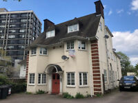 Lovely Two Bedroom Flat yards to East Croydon Station, CR0 6SA