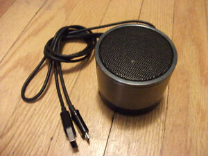 White Label Mini Bluetooth Speaker with Micro USB Charging Cable