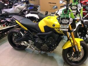 NEW YAMAHA FZ 09 .. BLOW OUT 1 ONLY -- NEW PROGRAM