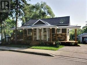 191 Charlotte St Newmarket Ontario Must see  house!