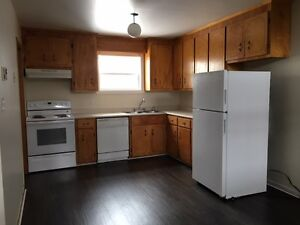 50% OFF 2nd MONTHS RENT Large townhouse, 5 appliances