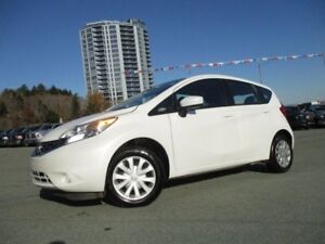 2016 Nissan VERSA SV 5-DOOR HATCHBACK (ONLY $11977!! STEELE CHRY