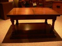 Solid wood expandible coffee table