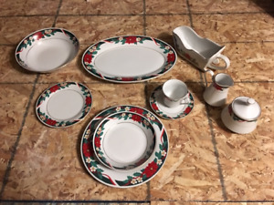 Christmas dishes Mint condition