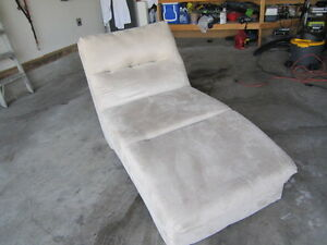 FLAWLESS CHAISE!