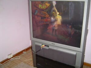 SONY 42 INCH PROJECTION TV