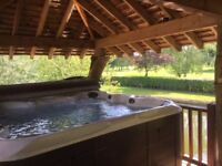 Special offer 4 nights for the price of 3 Shepherds hut hot tub Mon 6/11/17 - Friday 10/11/17
