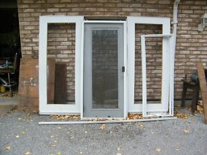 Single door with 2 side panels