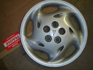 Enjoliveurs/Hubcaps Pontiac Sunfire West Island Greater Montréal image 3