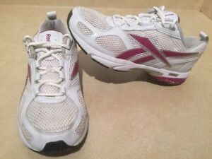 Women's Reebok Running Shoes Size 8 London Ontario image 2