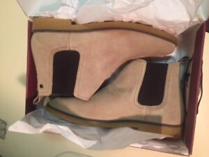 Base london Chelsea Tan Boots - Brand new from box