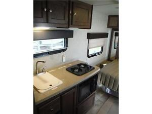 2016 Palomini 180FB Ultra Lite Travel Trailer - Only 3100LBS!! Stratford Kitchener Area image 6