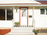5 BEDROOM HOME, NANNY SUITE, SUNROOM, STAINLESS STEEL APPLIANCES