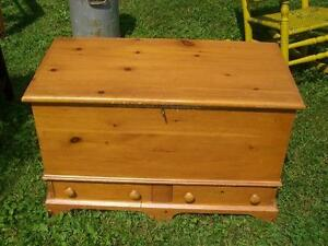 CONTEMPORARY PINE BLANKET BOX CIRCA 1974 BY QUEBEC ARTIST