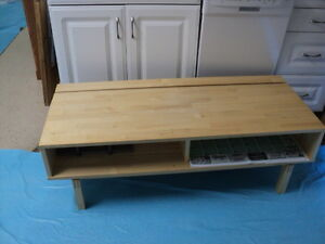 TV/stereo table - $30 (Penticton)
