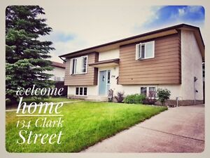 Home with large yard in great hill location in Hinton, AB!