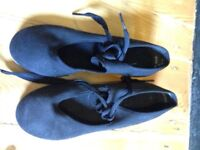 Capezio Girl's Tap Dancing Shoes with Teletone toe taps - size 12.5 W