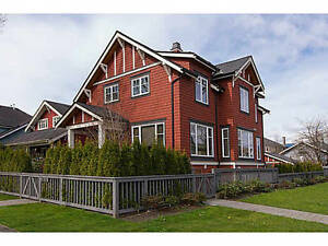 Stunning 2 bed & 1 den with 3 bathroom townhouse in Kits