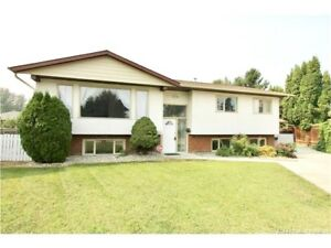 3 bedroom Large Family Home *Quiet street in East Hill*Avail now