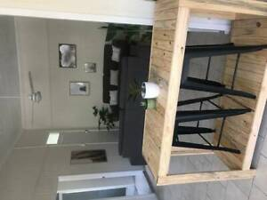 Spacious 1st floor 1 Bedroom unit in New Farm with A/C