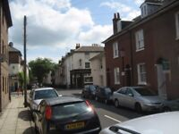 5 bedroomed spacious house for rent, five minutes walk to university in quiet area.