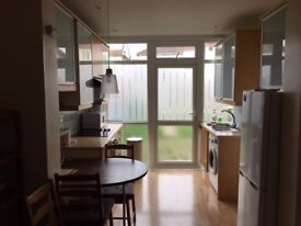 Spacious open plan 2 bedroom flat with garden to rent £1350 per month
