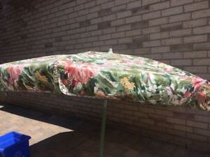 patio umbralla 9 foot when oponing good condition can be till no