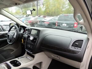 2016 Chrysler Town & Country Touring Windsor Region Ontario image 16