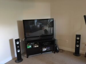 Television with 2 speakers & Remote