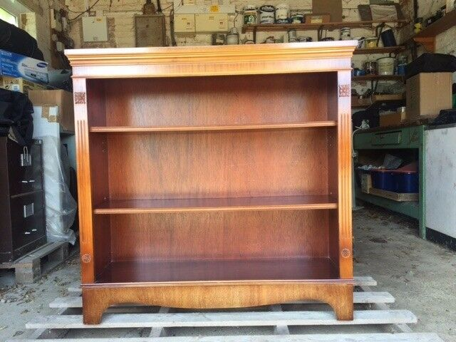 Regency-style open-shelf Bookcase in very good condition
