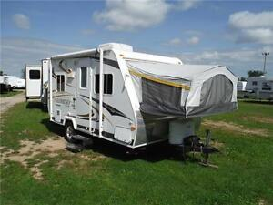 2011 Palomino S17 Ultra Lite Hybrid Trailer - Sleeps 6