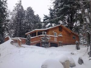 Cottage with hot tub Special!! Check in, chill out!