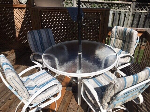 Patio set with 4 chairs, cushions and umbrella!   Patio ...