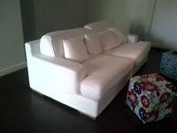 Grand canapé blanc en coton brut