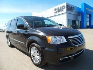 2015 Chrysler Town & Country Touring leather, sunroof, nav, DVD,