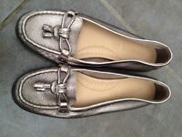 **GORGEOUS LADIES FOOTGLOVE GOLD MOCCASIN LOAFER- Marks & Spencer size 5 - SPRING SHOES **