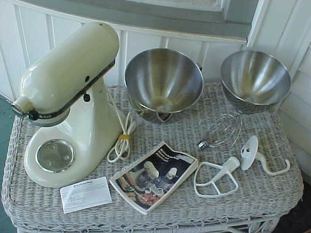 KITCHENAID MIXER, 2 BOWLS, PADDLE, WHISK, HOOK ATTACHMENTS, & INSTRUCTION BOOK