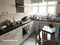 **MILE END,E3**BRIGHT 4 BED APARTMENT,5 MIN TO MILE END TUBE