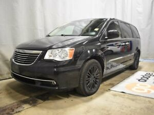 2016 Chrysler Town & Country Touring - Heated Leather, Nav, Sunr