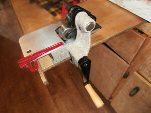 "Rigby Rug Hooking Cutter ""C"""