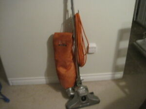 COMMERCIAL VACUUM CLEANER ROYAL with 50 FOOT CORD