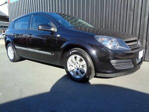2005 Holden Astra CD Black 5 Speed Manual Hatchback Chifley Woden Valley Preview