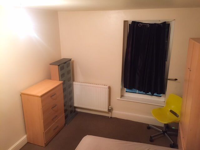 DOUBLE ROOM AVAILABLE TO RENT FOR £130 p/w INC. ALL BILLS...