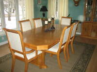 Oak Dining Table, Chairs & Hutch