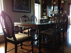 Mobilier salle à diner des années 1920/ Antique dinning set 1920