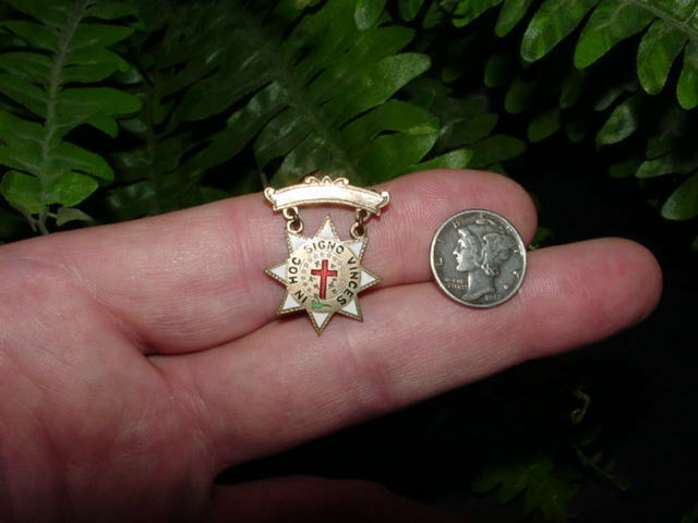 Vintage MASONIC - In HOC Signo Vinces - lapel pin badge medal - Knights Templar